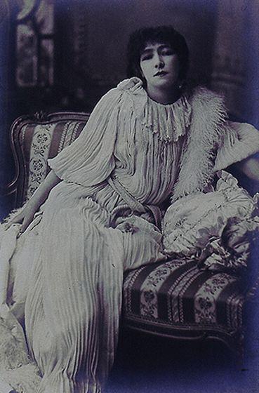 Sarah Bernhardt, c.1890 Walter H Barnett, 1862 - 1934 Platinum print