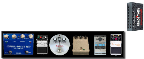 2006 BBC / de gauche à droite : Fulltone Fulldrive 2 Mosfet, Boss LS-2 Line Selector, Bixonic Expandora, Electro Harmonix Holy Grail Reverb,  Telenordia TK-23 Kompressor,  Boss Chromatic Tuner TU et sur le coté, Voodoo Lab Pedal Power 2